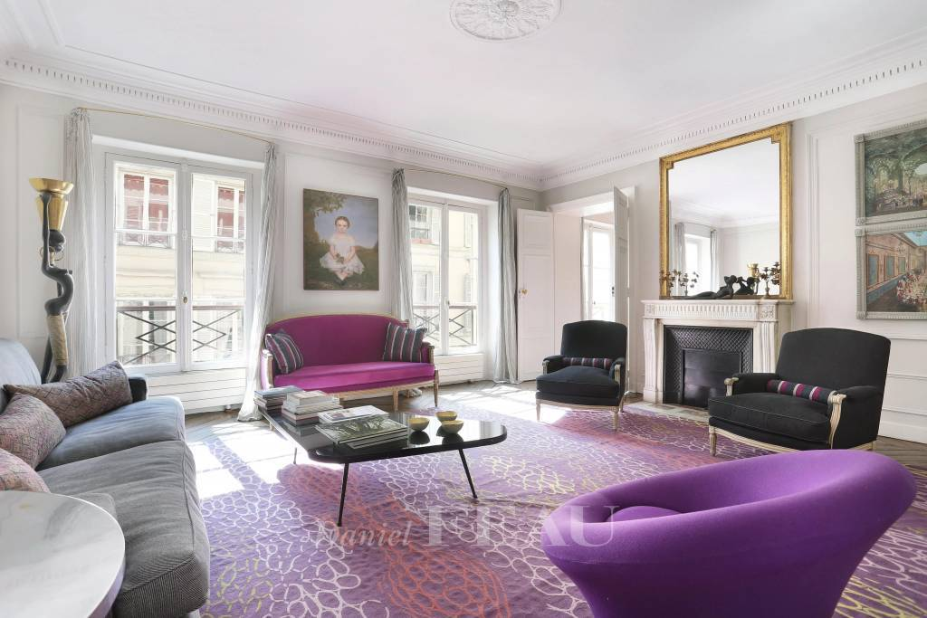 Paris 6th District – A very bright 2-bed apartment in a prime location