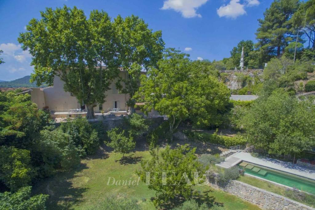 Montfort sur Argens – An 18th century property set in 1 hectare of grounds
