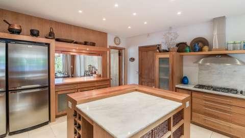Kitchen Kitchen island Stainless steel Tile