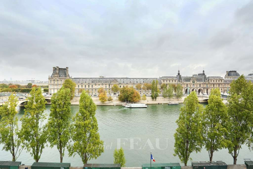 Paris 7th District – A three-bed apartment enjoying a view of the Seine