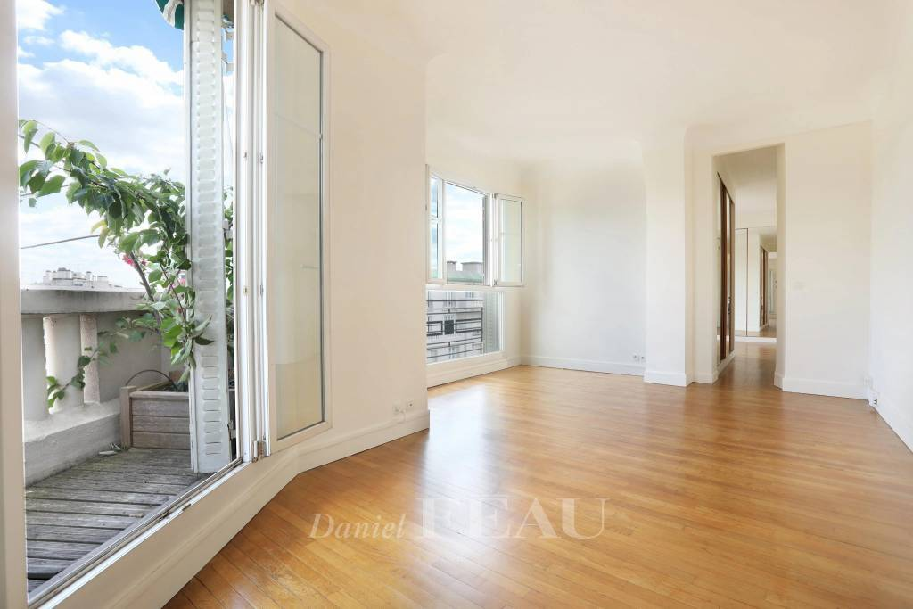 Paris 16th District – A very bright one-bed apartment