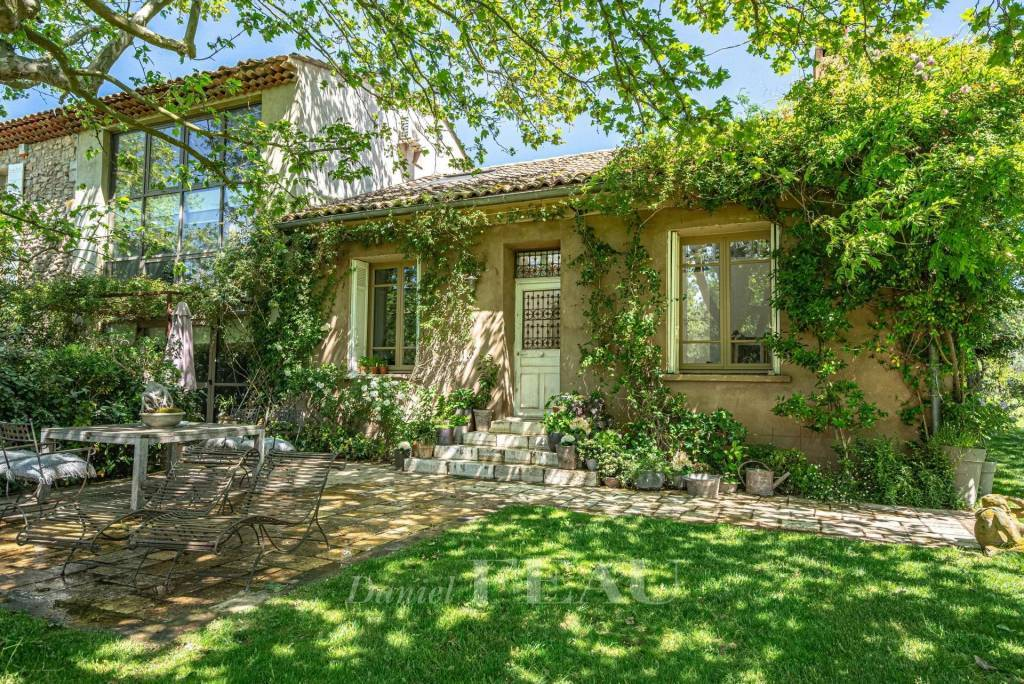 In the countryside near Aix en Provence – A charming period property