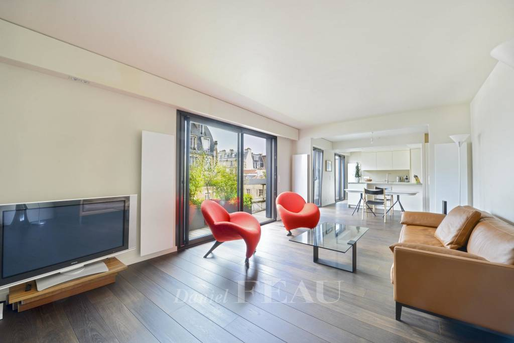 Paris 15th District – A family apartment with a balcony