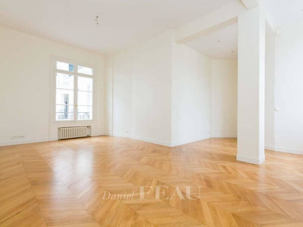 Paris 16th District – A one-bed apartment rented unfurnished