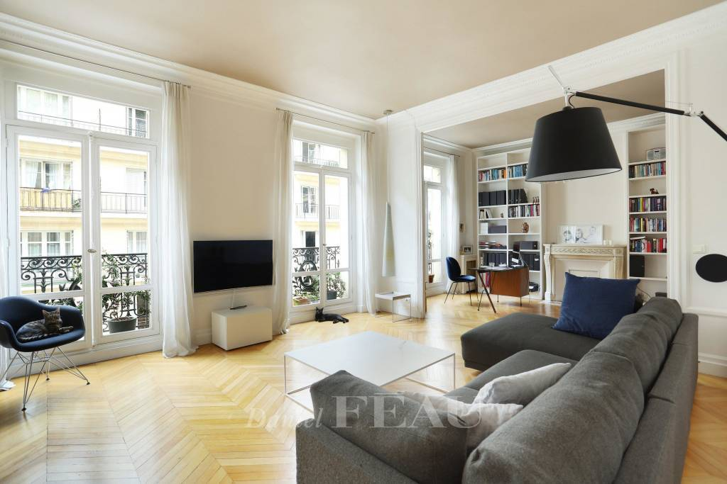 Paris 16th District – An over 200 sqm four-bed apartment