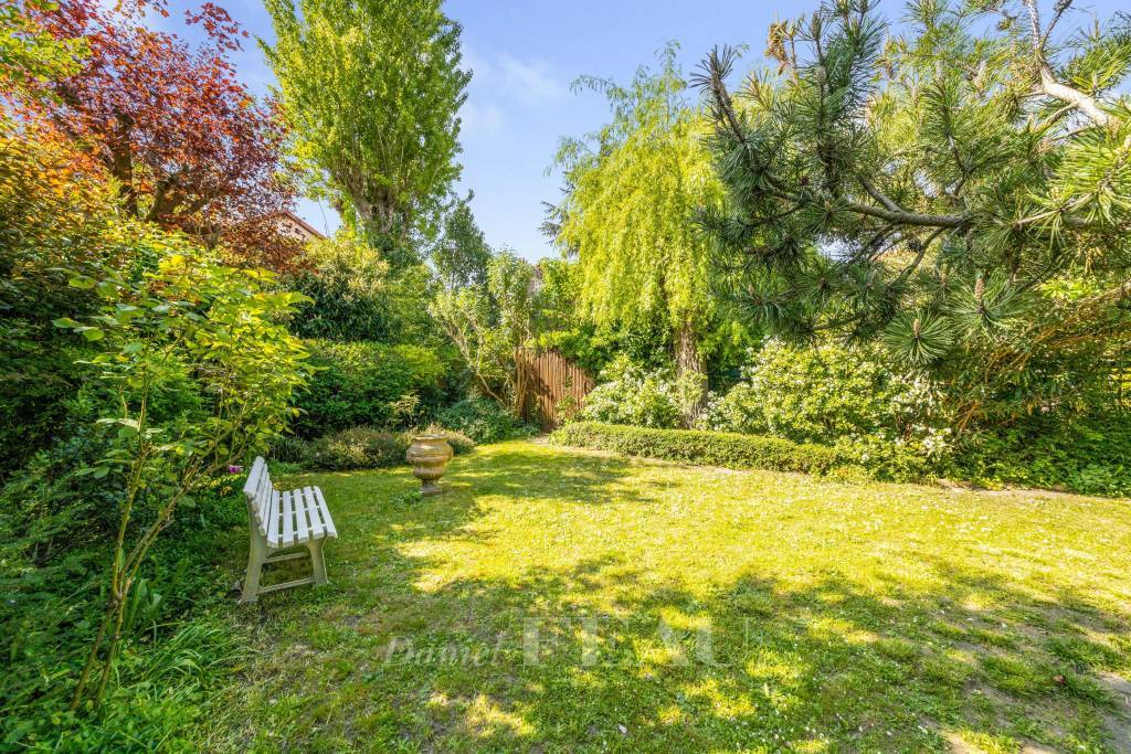 Boulogne North – A peaceful property with a garden.