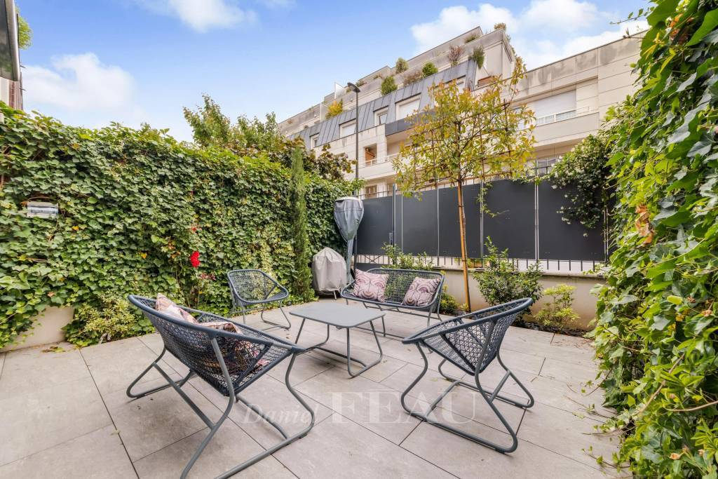 Boulogne – A contemporary 5-bed property with terraces