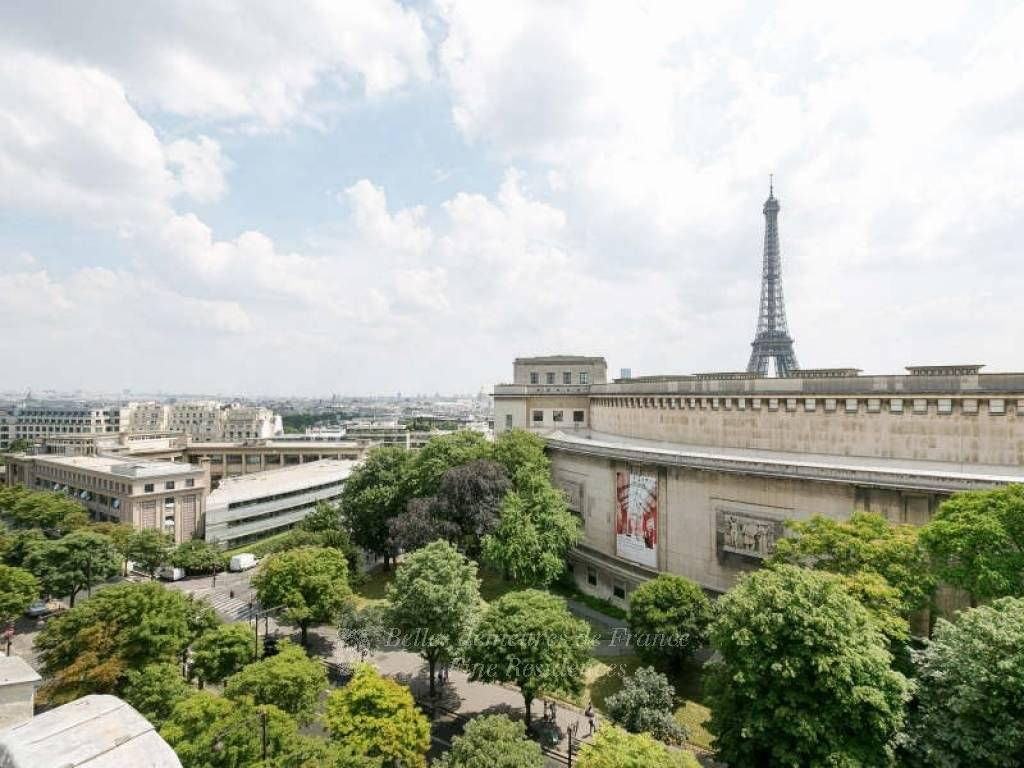 Paris 16th District – An exceptional apartment with a 150 sqm roof terrace