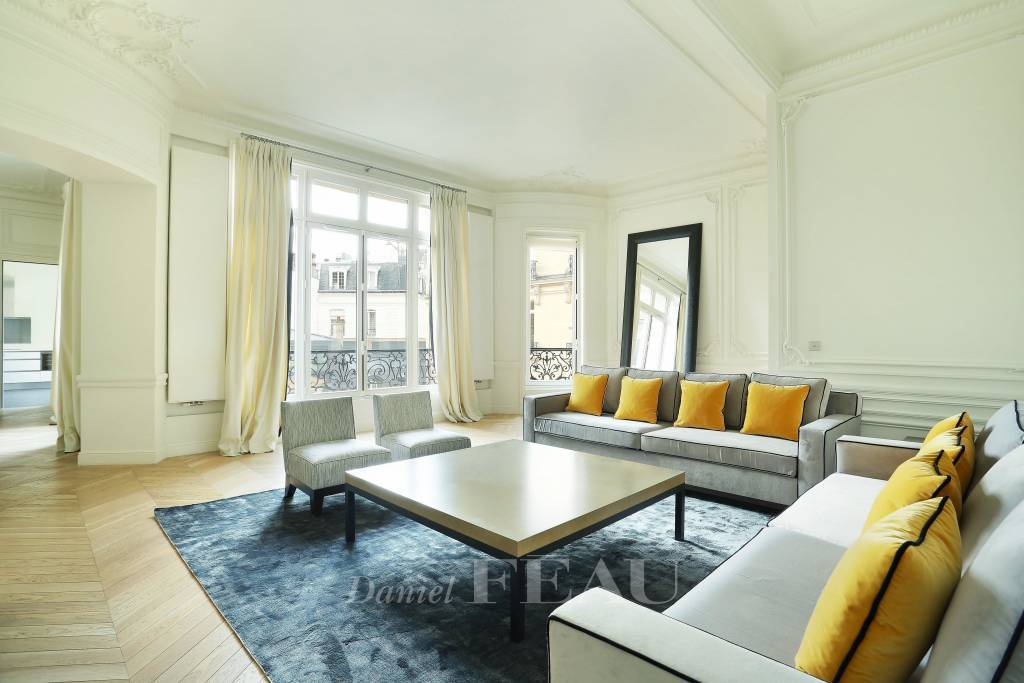 Paris 16th District – An over 200 sqm 3-bed apartment near prestigious Place Victor Hugo