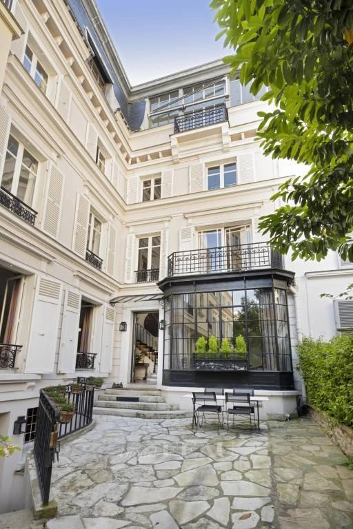 Paris XVIe - Rue de la Tour