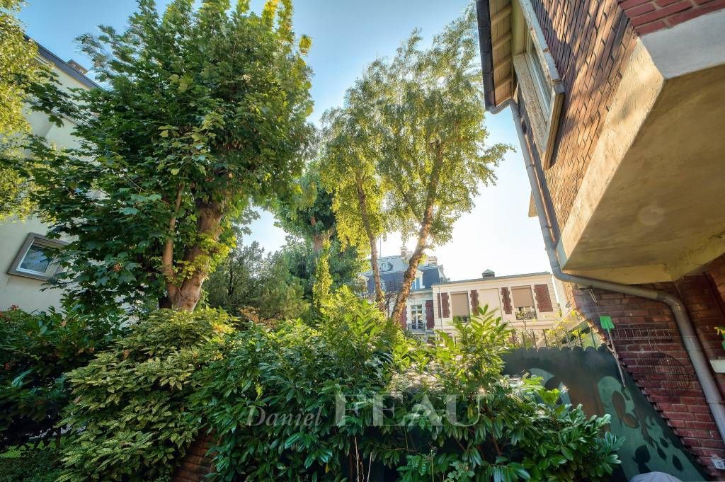 Boulogne  Dupanloup – A Town House with a garden