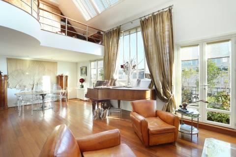 Salon Hauteur sous plafond Parquet Fenêtres coulissantes