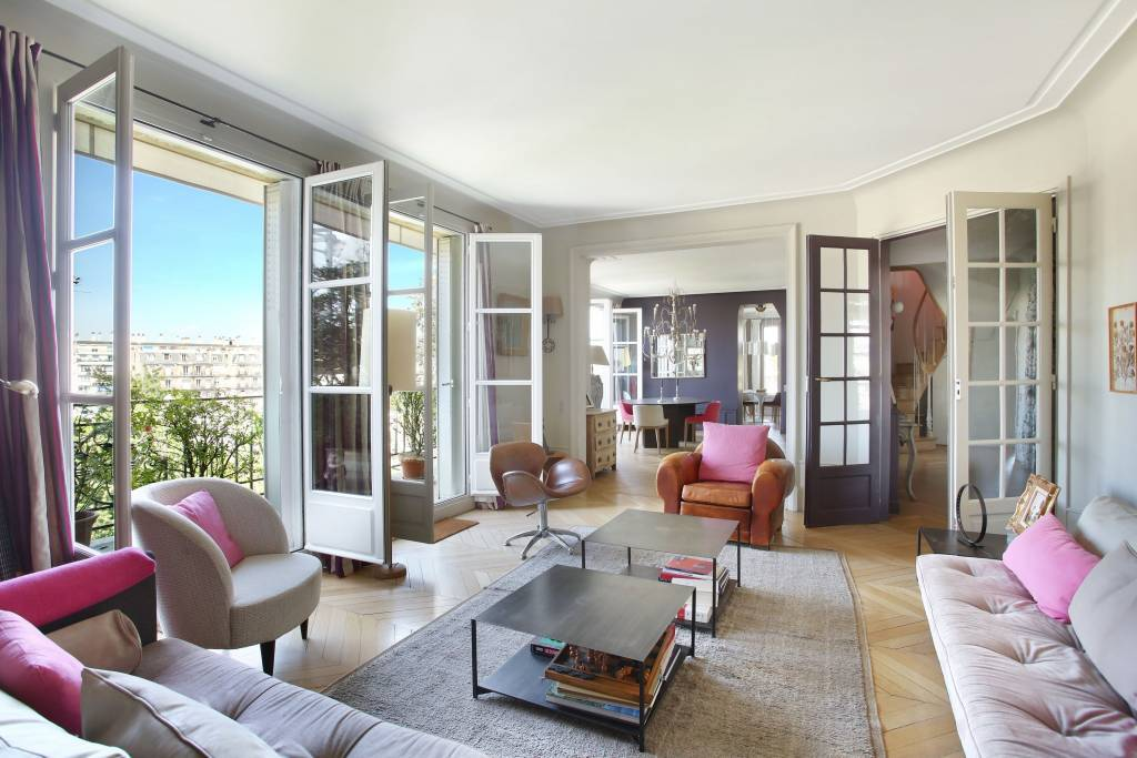 Paris 16th District – An 8-room apartment with a terrace