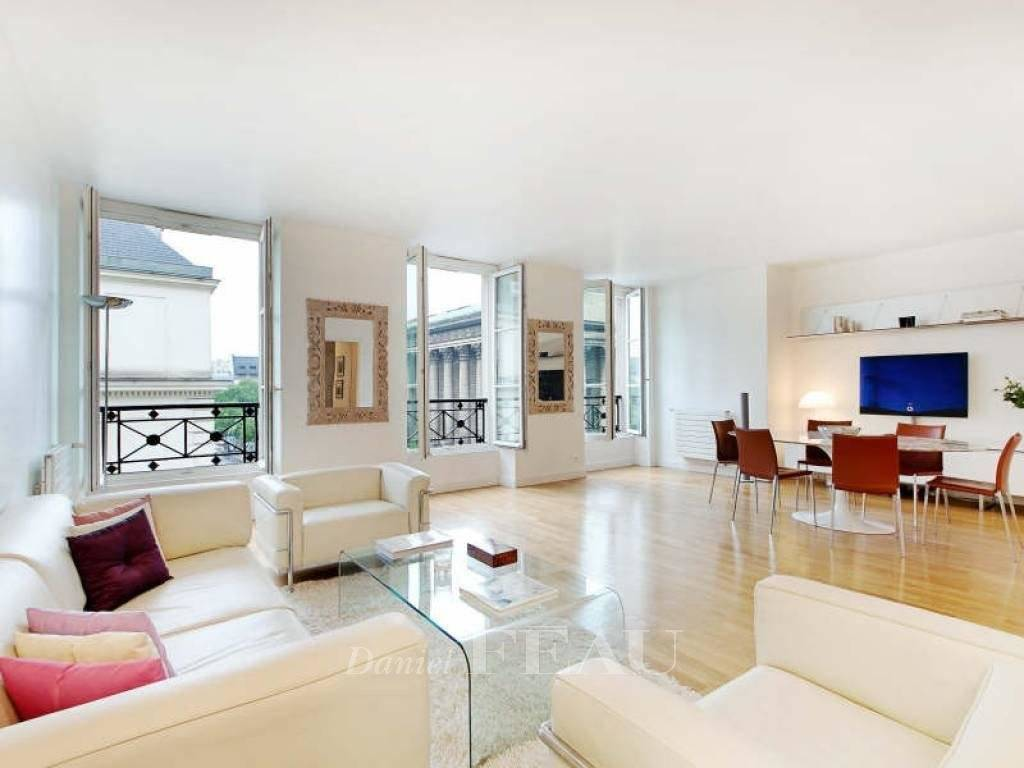 Paris 8th District – A 2-bed apartment enjoying a superb view