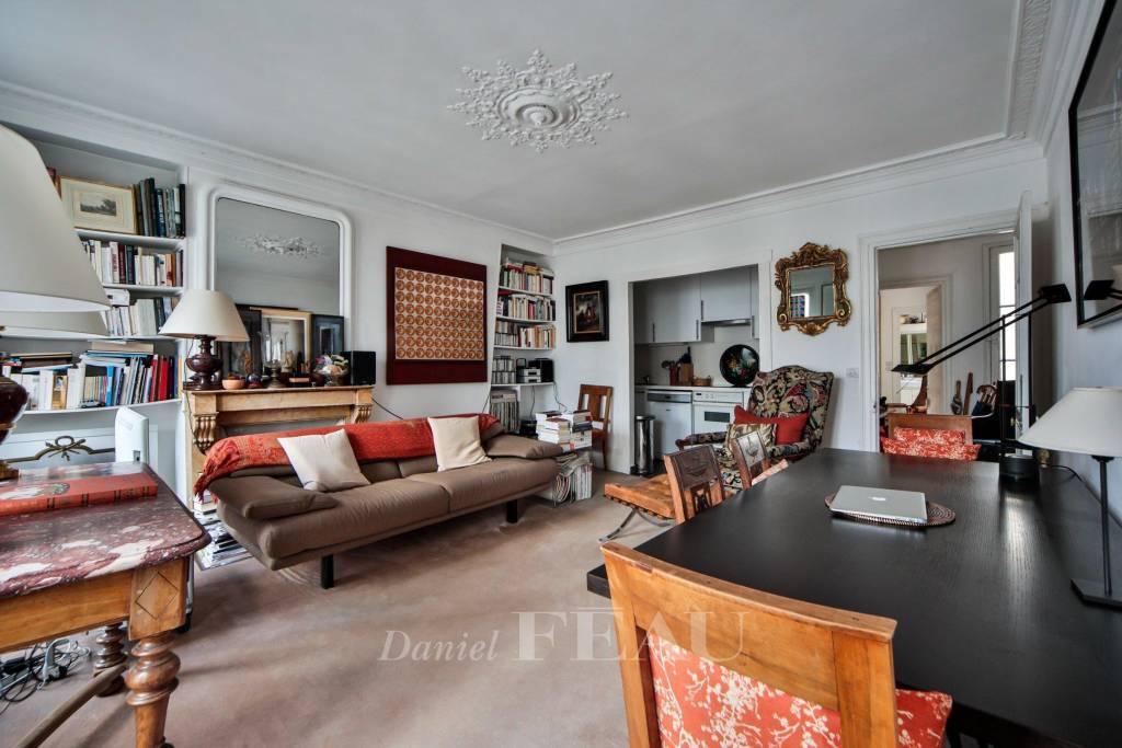 Paris 3rd District - A charming three-room apartment