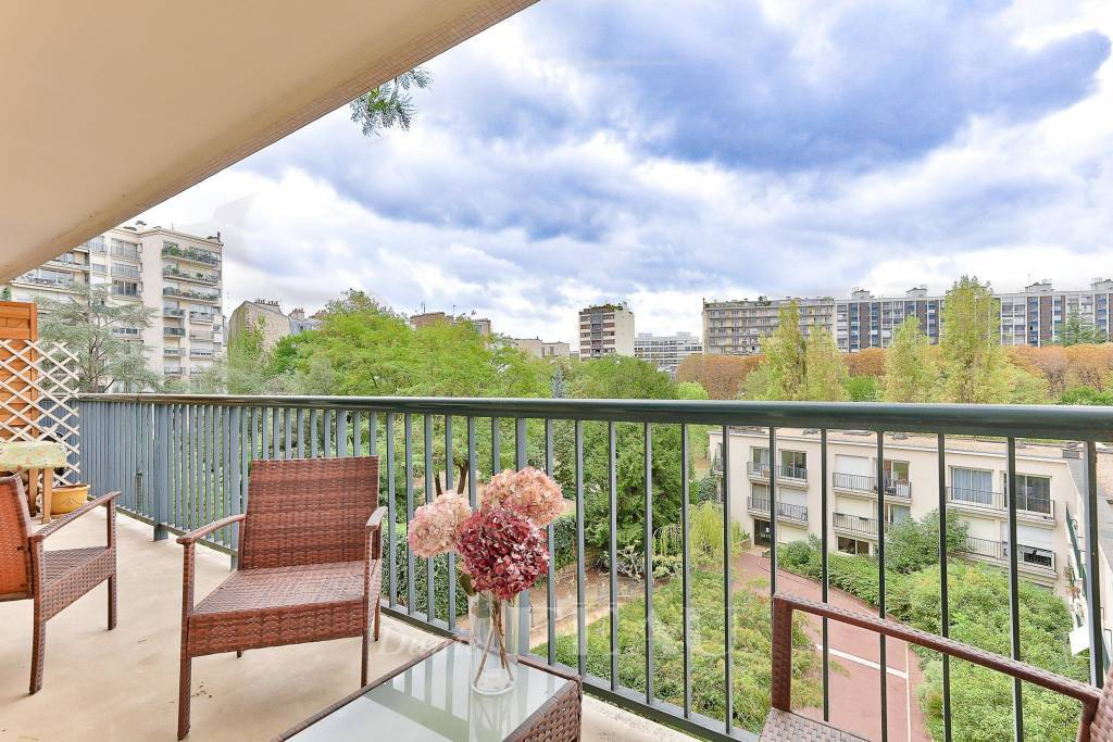Paris 13th District – A bright and peaceful 3-bed apartment with a balcony