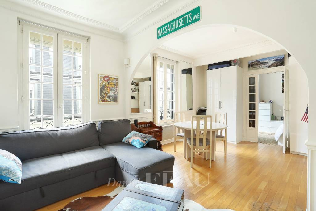Paris 17th District – A peaceful 45 sqm 2-room apartment in the vicinity of rue de Lévis.