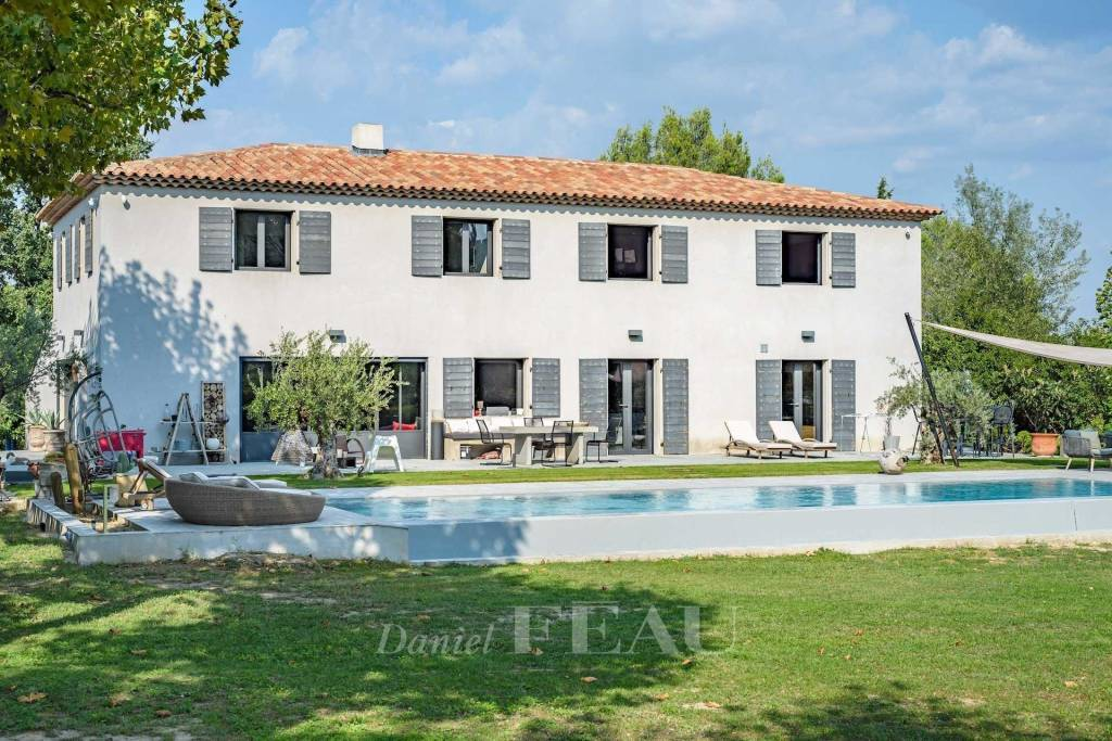 Aix-en-Provence countryside – A contemporary property