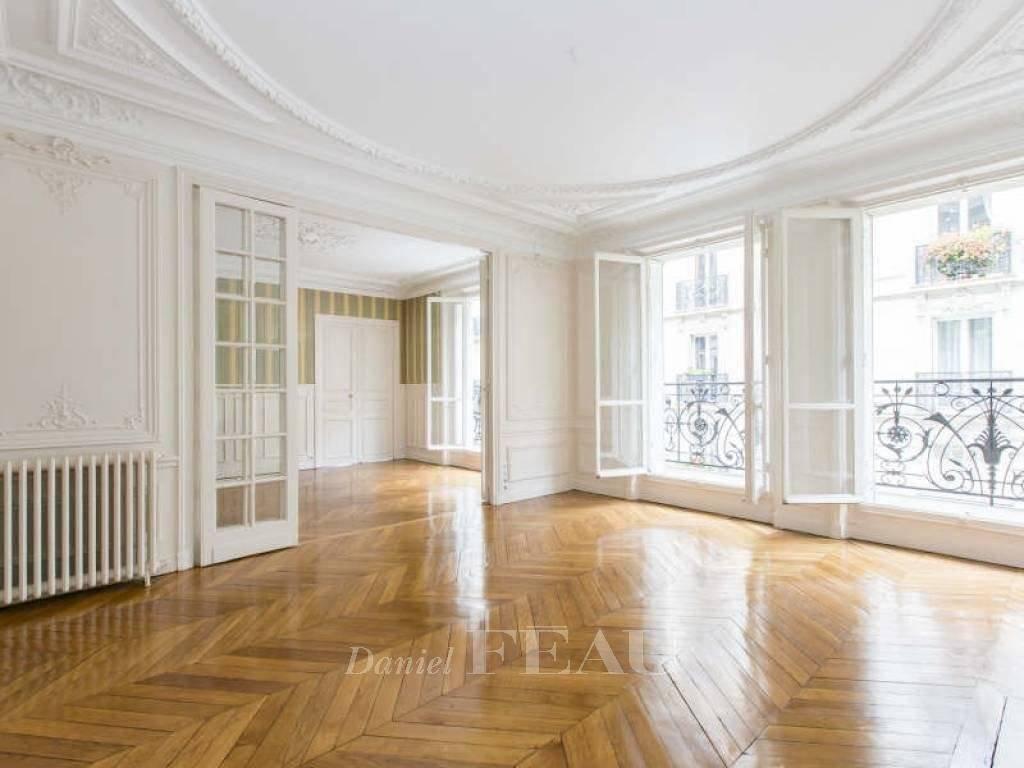 Rental Apartment Paris 9th Rochechouart