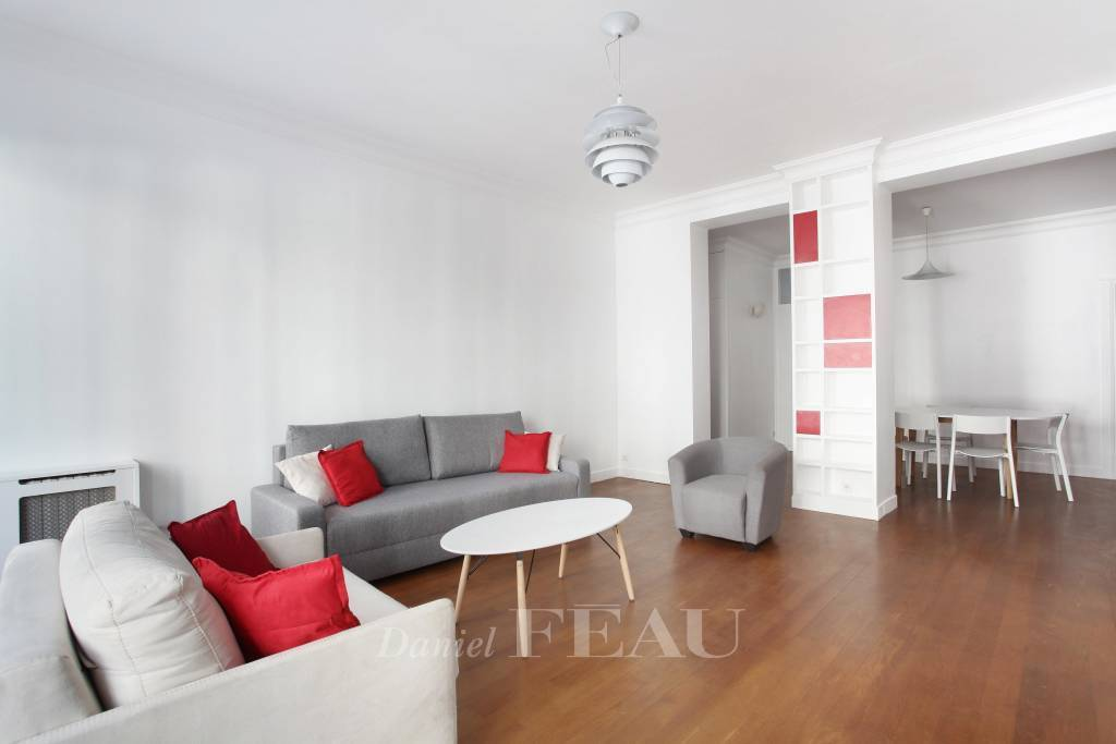 Paris 9th District – A furnished 3-bed apartment