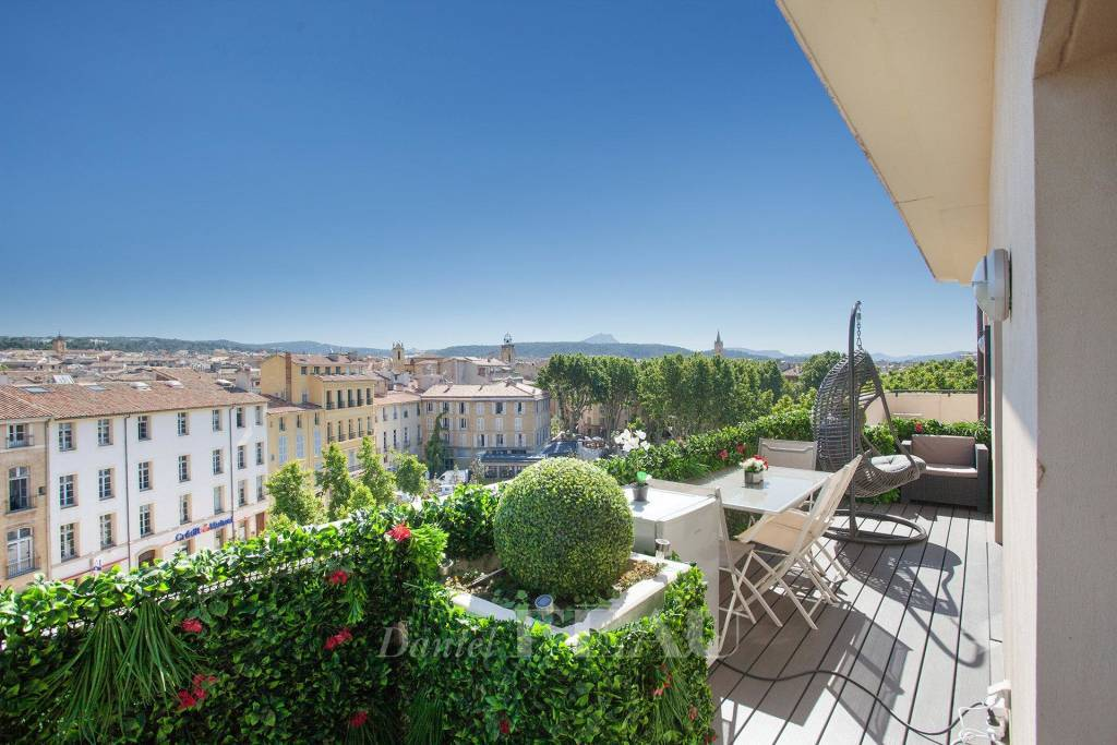 Aix en Provence – A split-level apartment with terraces