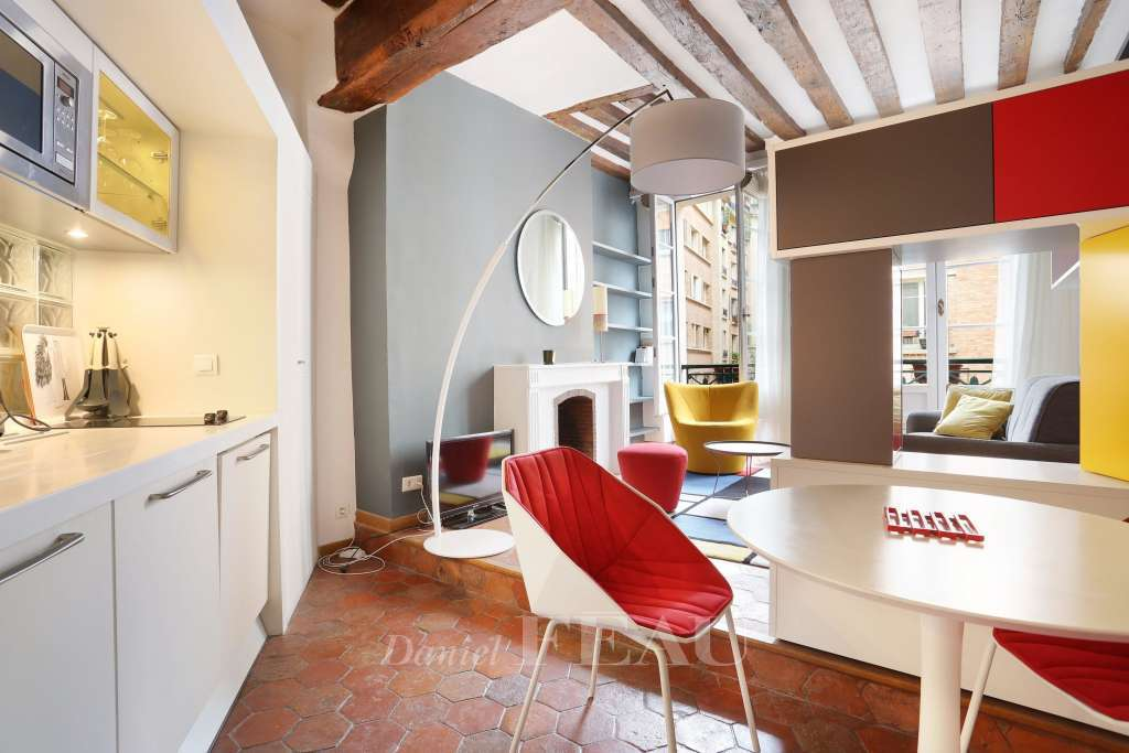 Paris 5th District – A charming studio apartment rented furnished