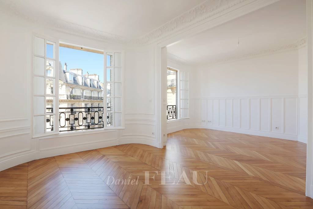 Paris 15th District – A renovated 3-bed apartment