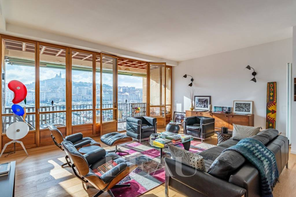 Marseille – A superb apartment with a terrace commanding exceptional views