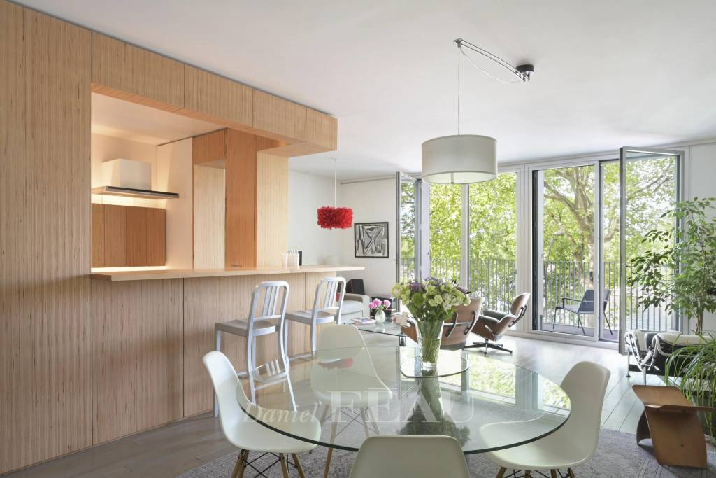 Paris 4th District – A 3-bed family apartment with balconies