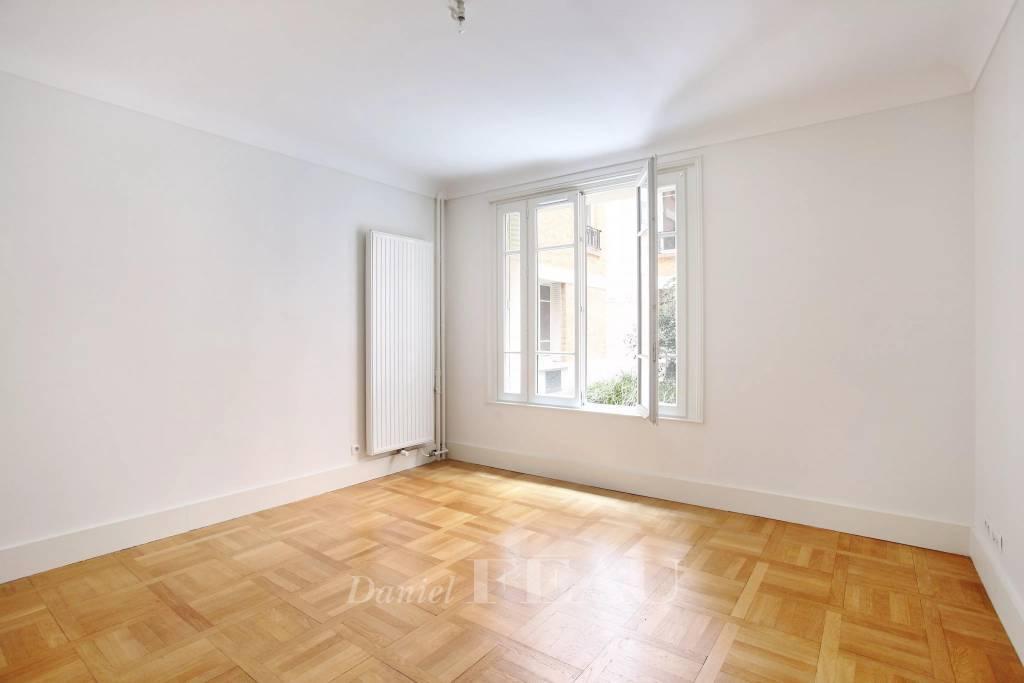 Paris 16th District – A 2-room apartment