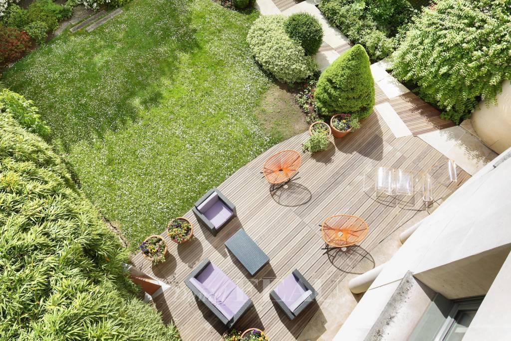 Paris XVIe - Villa Montmorency  Exceptionnel Hôtel Particulier 620 m2 - jardin 250 m2