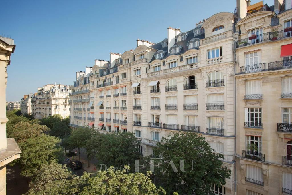 Paris 7th District – A superb pied a terre in a prime location