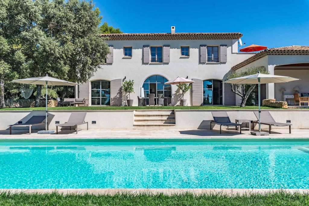 Saint-Marc Jaumegarde – An elegant property in extensive grounds