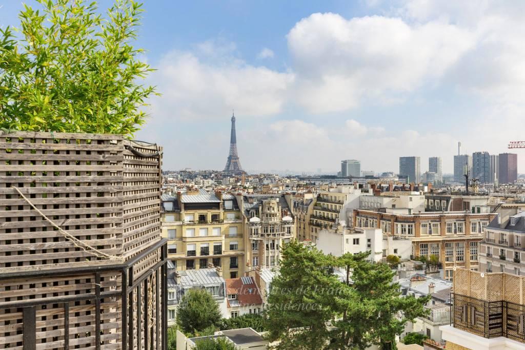 Vue panoramique sur la tour Eiffel
