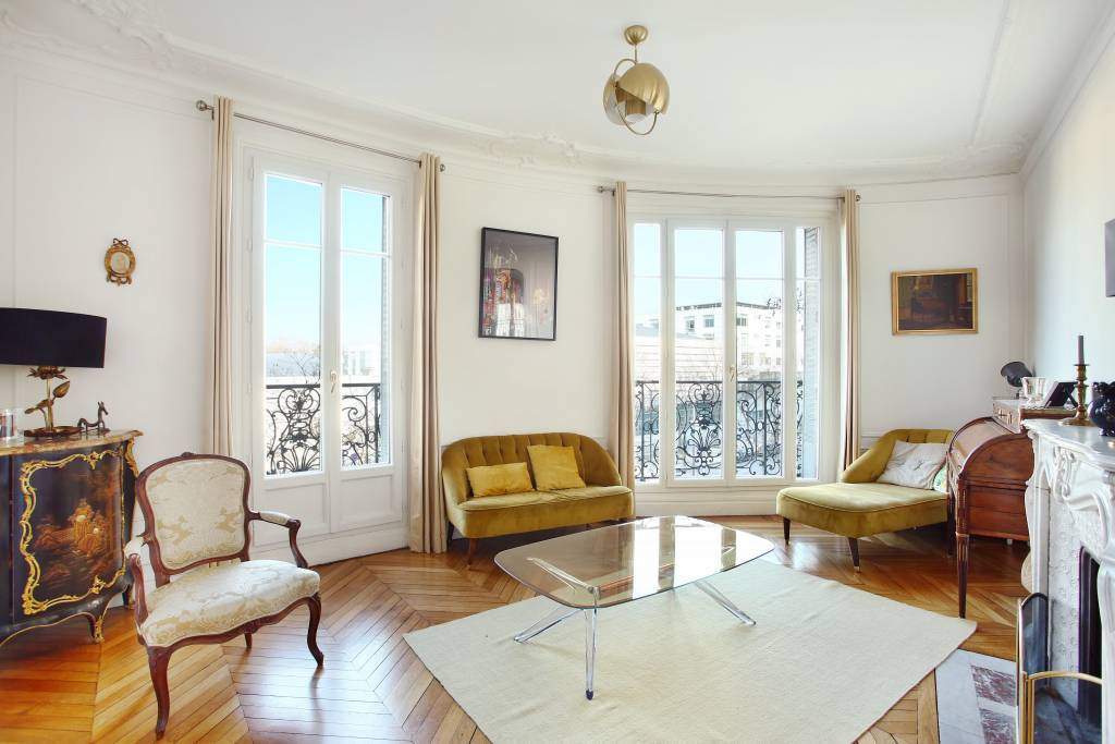 Paris 16th District – A 3-bed apartment bathed in sunshine