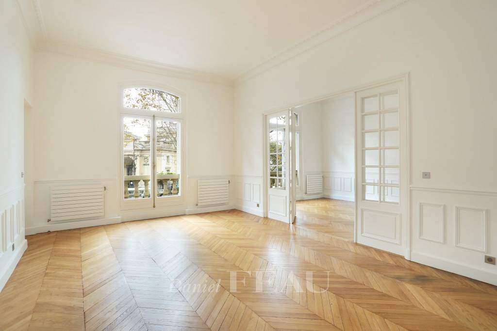 Paris 16th District – A renovated 3/4 bed family apartment