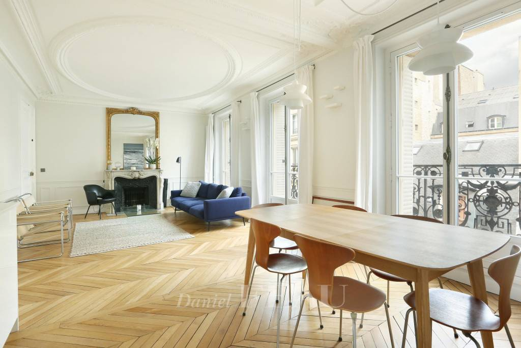 Paris 6th District – A renovated two-bed apartment
