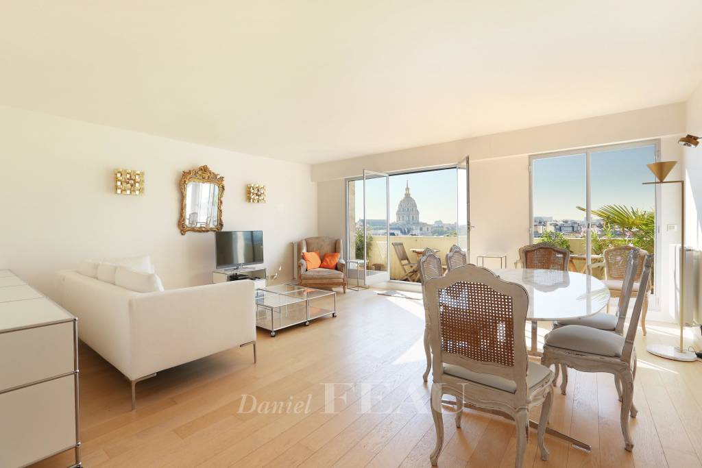 Paris 7th District – A furnished 3-bed apartment