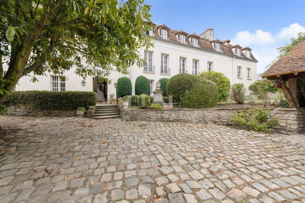 Chambourcy 78240 – A superb 17th century property with a garden