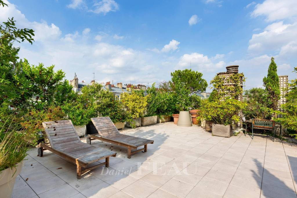 Neuilly-sur-Seine  -  A 5-bed top-floor apartment with a superb terrace