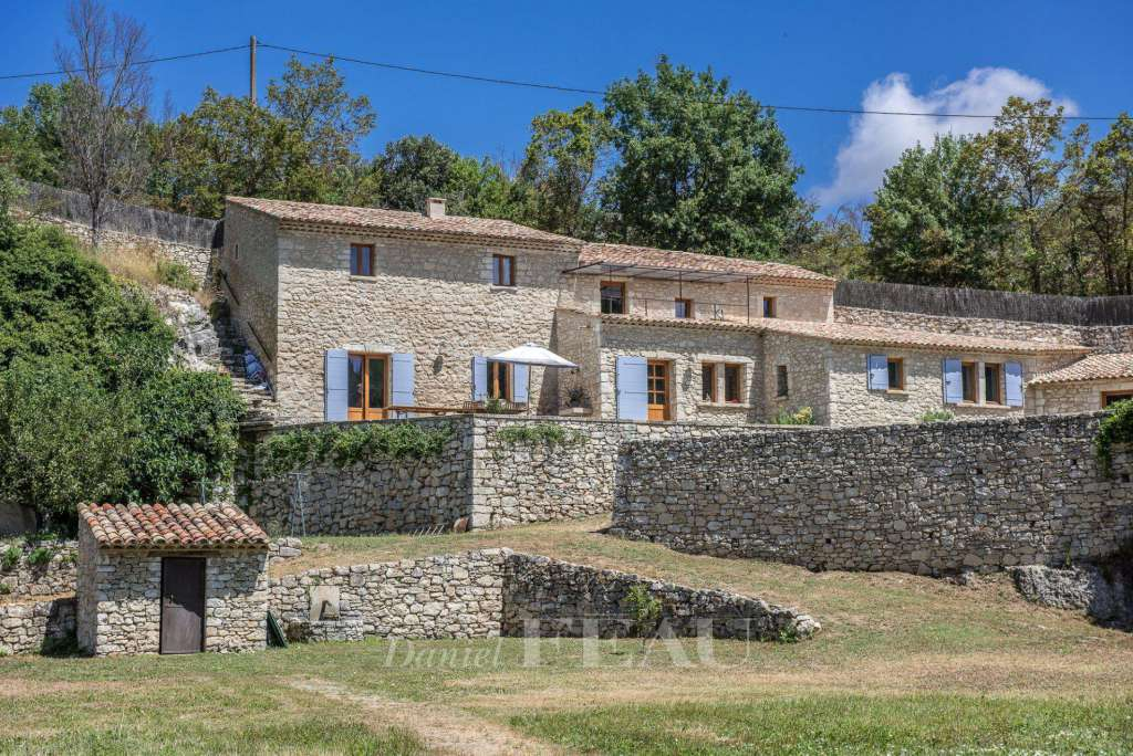 Luberon – A period property at the foot of the village