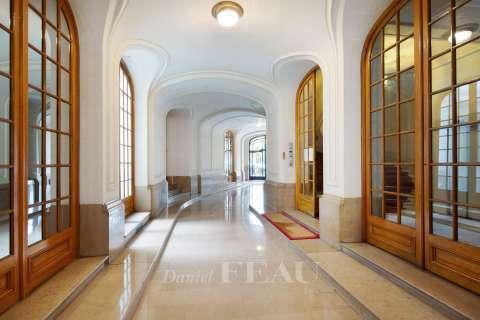 Couloir Carrelage Fenêtres coulissantes Hauteur sous plafond