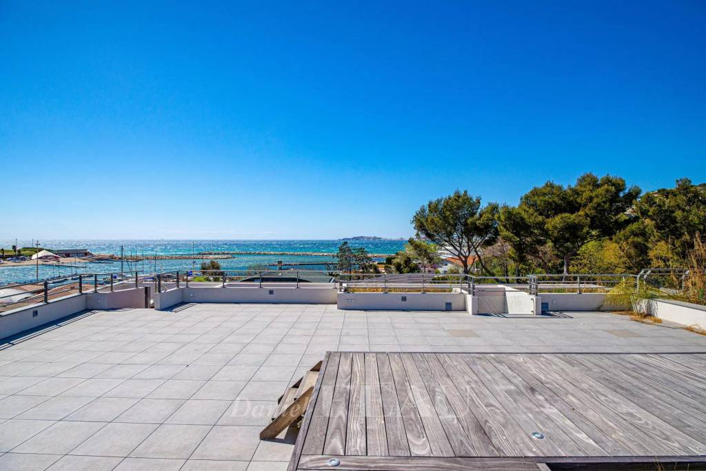 Marseille – Corniche Talabot. A duplex apartment with a superb roof terrace