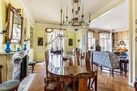 Dining room Chandelier Fireplace Wooden floor