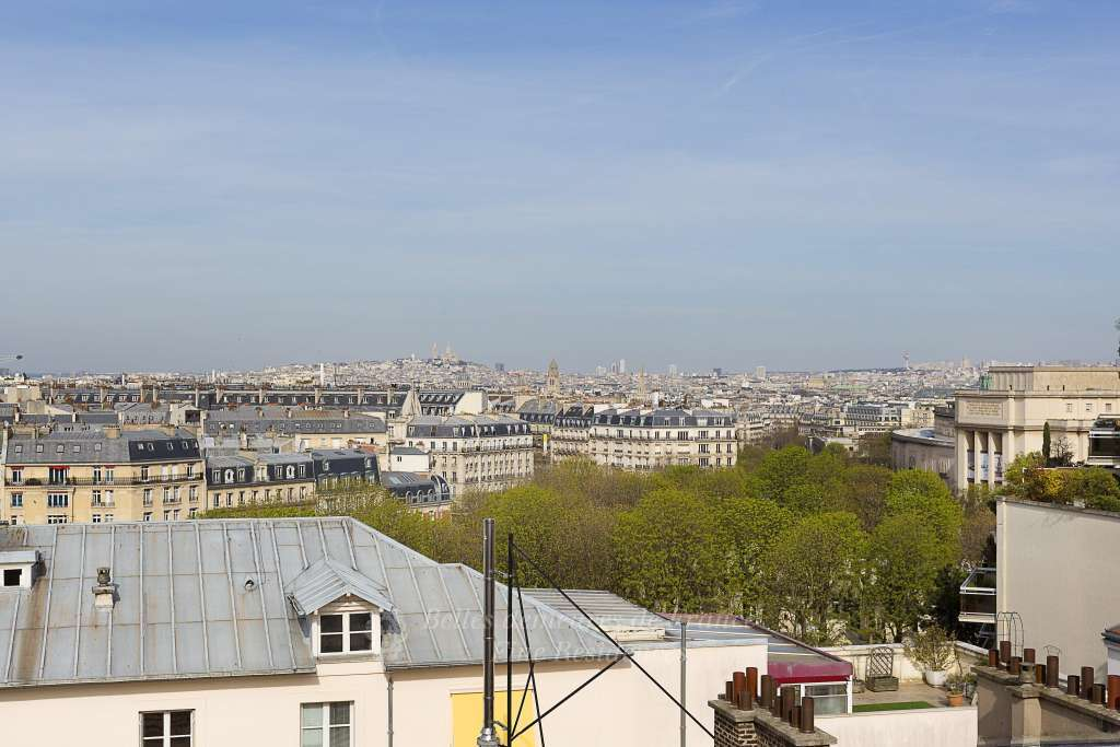 Paris 16th District – A penthouse apartment with a terrace