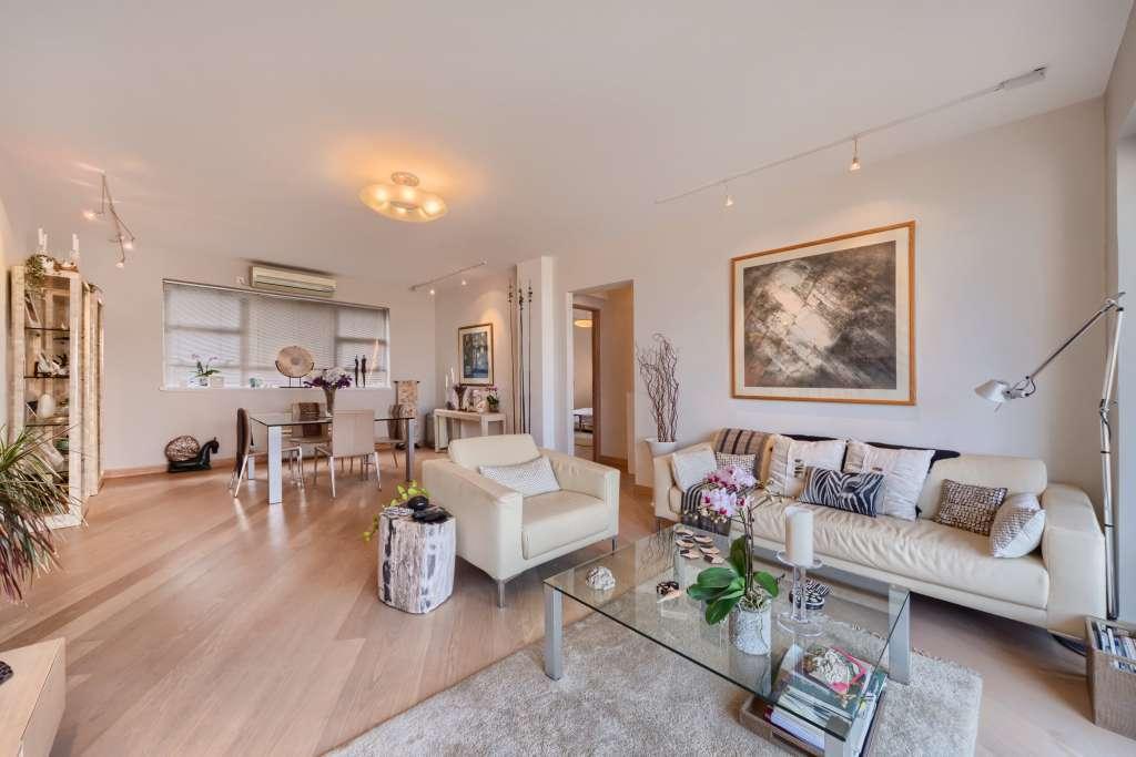 Living-room Kitchen bar Carpet Wooden floor