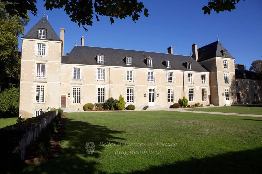 Loiret - remarquable château du XVIè en parfait état et son parc clos sur 14 ha environ