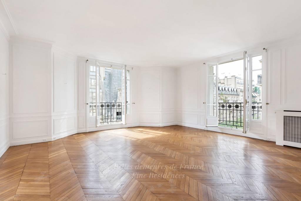 Paris 16th District – An elegant 5-bed apartment