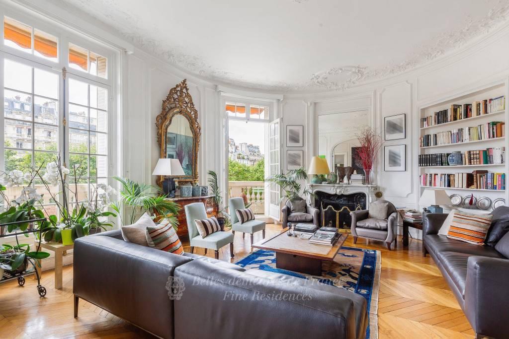 Paris 7th District – A magnificent 4/5 bed apartment