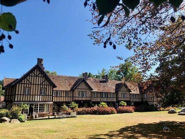 Remarquable manoir de style néo-normand - Au cœur d'un superbe parc arboré de près de 1,2 hectares  -  Indéniablement l'une des plus belles demeures de Barbizon
